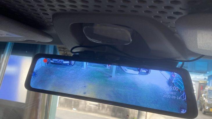 自社車両にドライブレコーダーの取付け